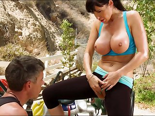 Hardcore brunette milf is banging in her tight butt hole outdoors after sloppy blowjob