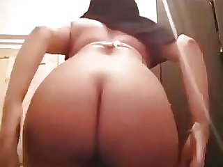 Moroccan hijab dance with big booty