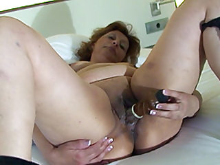 Stella's gaping tunnel of lover craves to feel a hard dildo