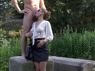 Most amazing babe decides to ride the sausage in the backyard