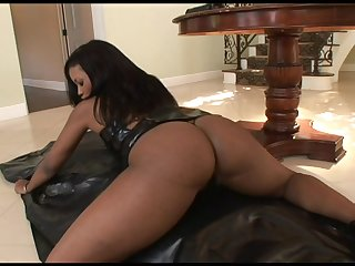 Jazmine has the most perfect chocolate ass and wants to ride