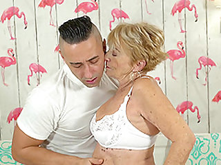 Cumming on a salacious granny Malya after drilling her pussy