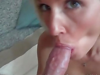 Jolene gives a sloppy blowjob and that is something that arouses her