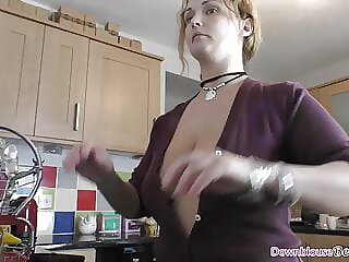 Big tits MILF showing downblouse beauty