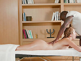 Instead of massage Paulina Soul gets a hard therapist's penis
