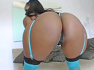 black butt of chocolate girl Camrie Foxxx is everything this dude wants