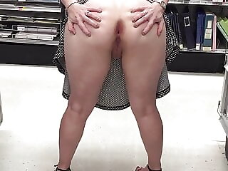 Proud slut spreads her asscheeks wide open in supermarket