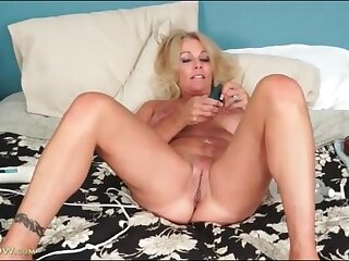 Mature lady loves toys and gets off alone in bed