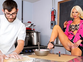 Gorgeous Fuckdoll Nicolette Shea Learns how to cook