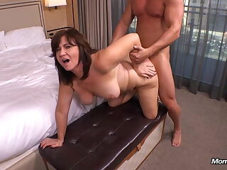 Cheating 47 years old MILF, anal sex