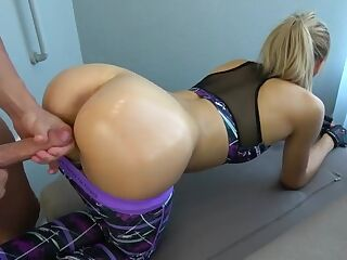 Fitness girl with a big ass takes cum on it - www .soo .gd/Pussy_Licking