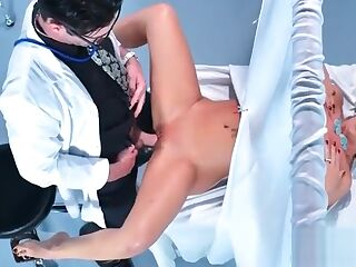 (Cherie Deville) Slut Patient Seduce Doctor And Bang Hardcore movie-10