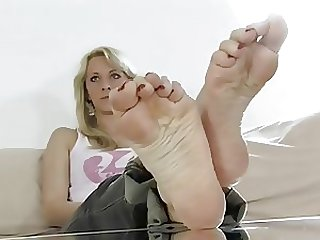 Sexy Babes Showing the Camera Their Feet Soles