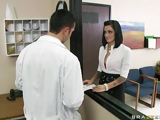 Kinky Doctors Presley Maddox Fucked By The Pharmacist's Big Dick