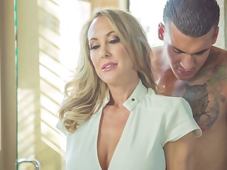 Superb athletic blonde MILF gets fucked in the shower